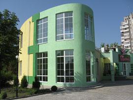 Утепление фасадов зданий любой конфигурации, с последующей декоративной штукатуркой.